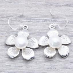 Pendiente Plata Flor con perla en Plata de Ley 925